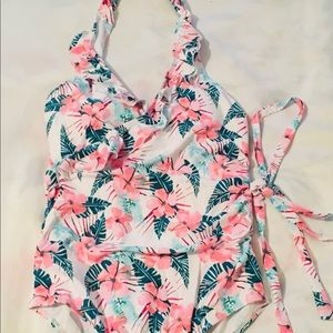 Beautiful floral one piece swimsuit 🩱/ New